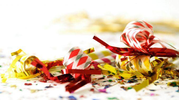Borddækning og dekorationer til nytårsfesten